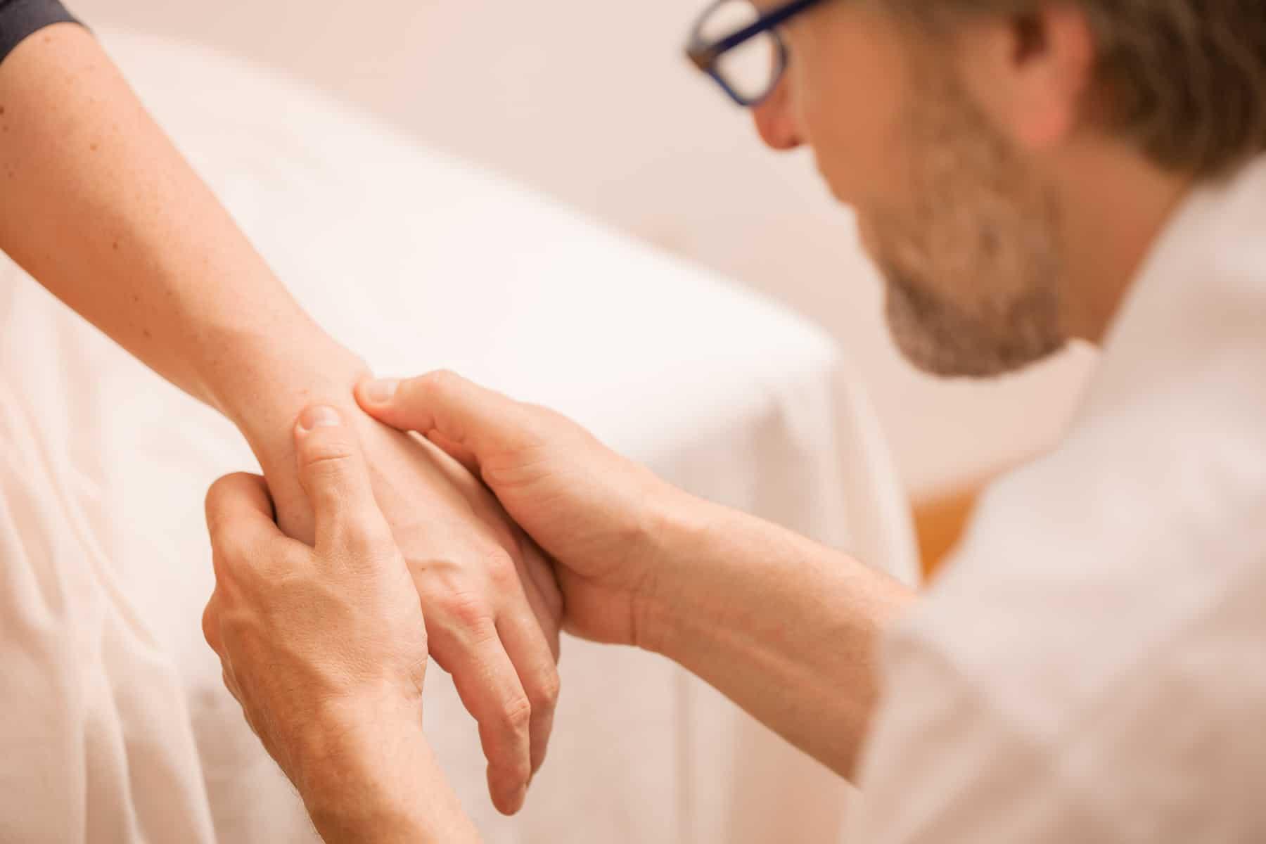 manuelle Therapie - Naturheilpraxis Cyrill Past